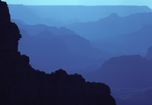 Hazy_blue_hour_in_Grand_Canyon