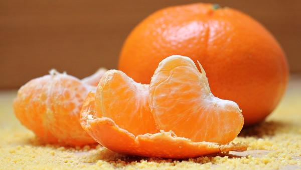 peel-and-unpeeled-orange